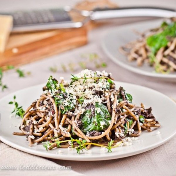 Mushroom Spaghetti with Thyme and Lemon