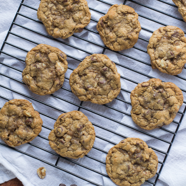 Whole Wheat Chocolate Chip Walnut Cookies {My Favorite Chocolate Chip Cookies}