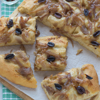 With love from Provence: Caramelized Onion and Olive Focaccia {Easy + No Knead}