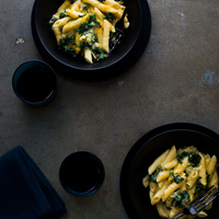 One Pot Stovetop Creamy Kale Mac and Cheese