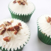 Maple and Pecan Cupcakes... Oh, My Gooey Goodness!