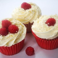 White Chocolate and Raspberry Cream Cupcakes