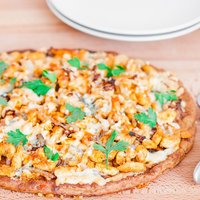 Buffalo Chicken and Caramelized Onions Pizza on Cauliflower Crust