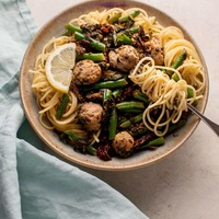 Chicken Sausage Pasta with Spinach, Lemon, and Green Beans