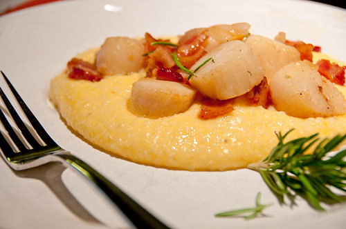 Rosemary Scallops and Grits Recipe