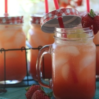 Strawberry Vanilla Bean Sparkling Lemonade
